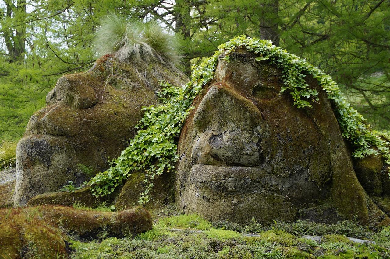 Смешные лица из камней